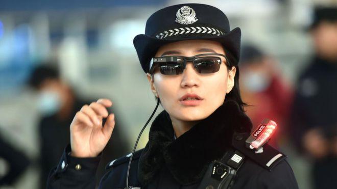 La Policía china usa gafas de reconocimiento facial para detener sospechosos