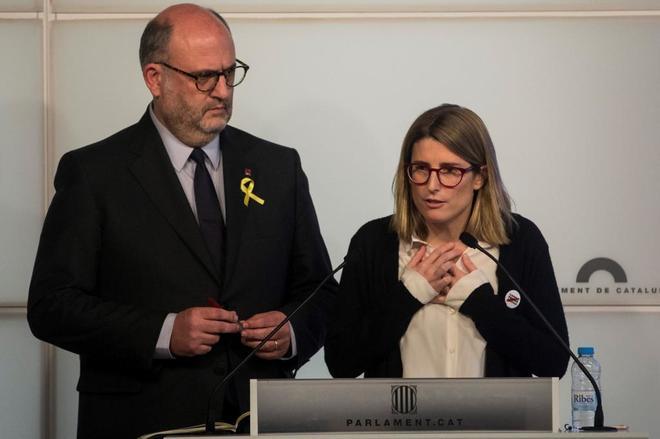 Elsa Artadi junto a Eduard Pujol en rueda de prensa en el Parlament el...