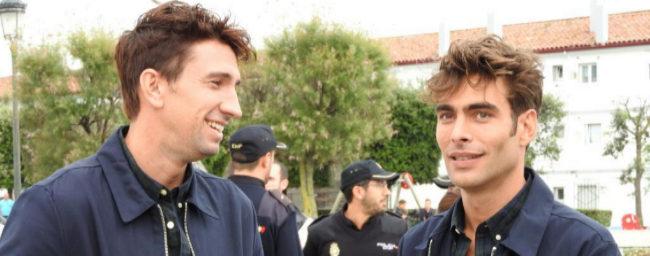 Jon Kortajarena (dcha.), con el especialista inglés Daniel Adams, su...