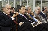 Carlos Robles Piquer (segundo por la derecha), sentado entre Fernando...