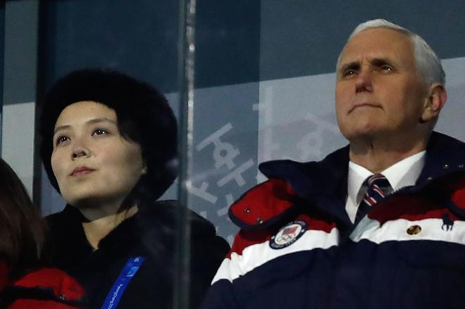 Mike Pence y Kim Yo Jong, hermana de Kim Jong Un, durante la ceremonia.