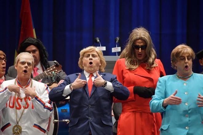 Putin, Donald Trump, Melania y Angela Merkel, en la chirigota del Selu.