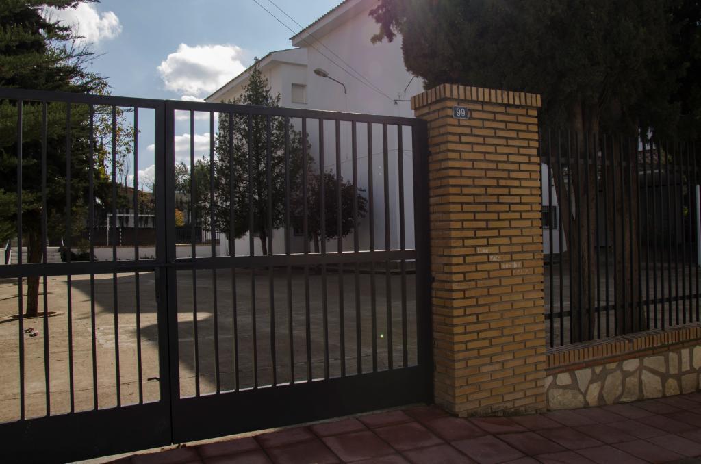 Puerta del colegio de Jaén donde se produjo la supuesta violación de...