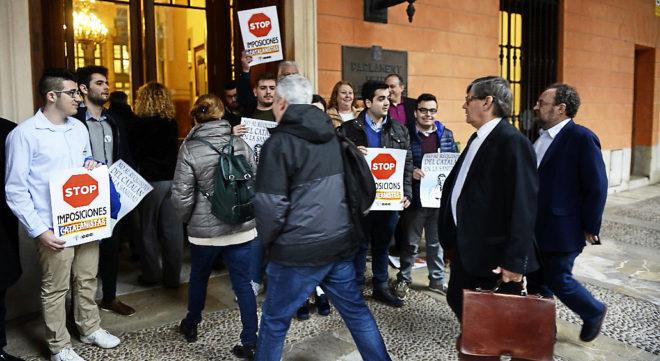 Manifestación en Mallorca contra la imposición del catalán como...
