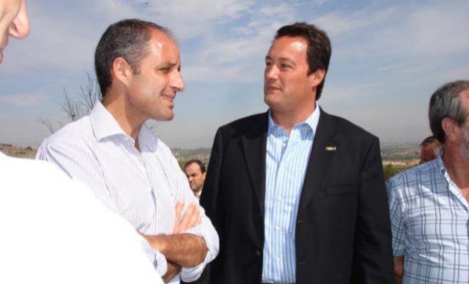 El ex presidente Francisco Camps y el empresario Vicente Huerta el día de la demostración.