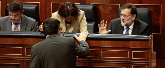 Mariano Rajoy conversa con Aitor Esteban, portavoz del PNV en el...
