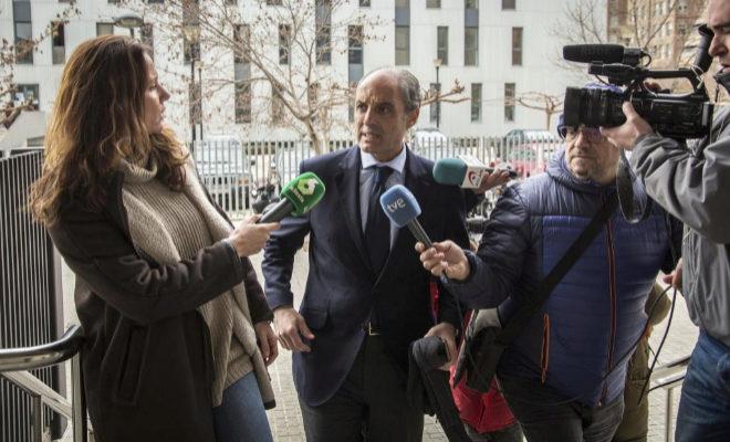 El expresidente de la Generalitat, Francisco Camps, a su llegada a la Ciudad de la Justicia donde está investigado por presunta corrupción en la construcción del circuito de F1.