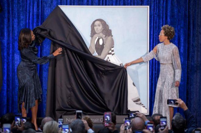 Michelle Obama y la pintora Amy Sherald desvelan el retrato de la ex...