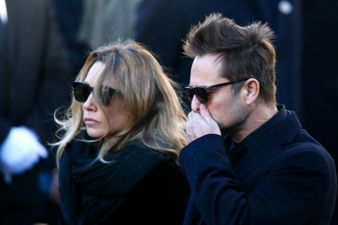 David Hallyday (51 ) y Laura Smet (34), en el último adiós a su...