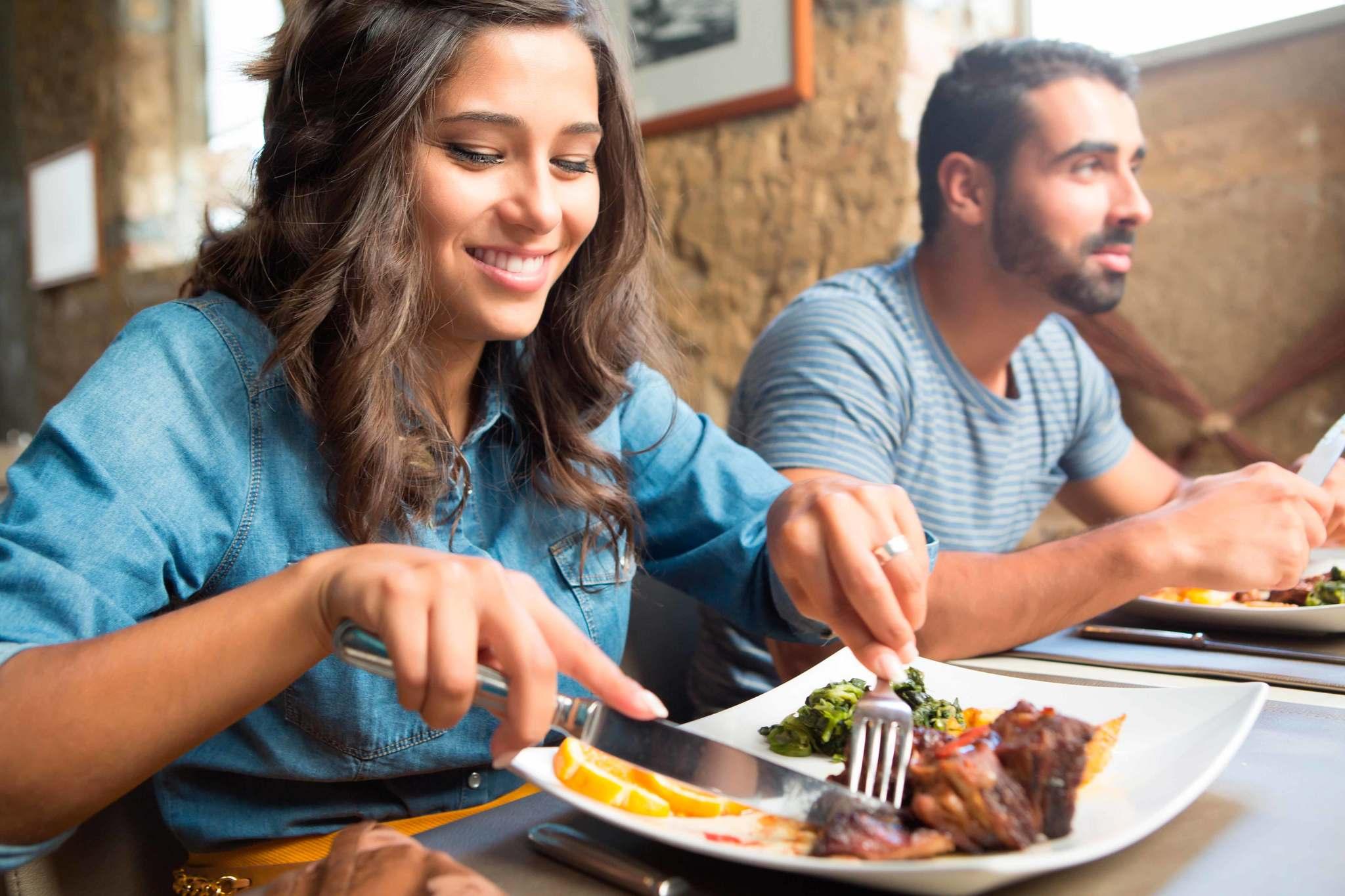 Comer despacio para mantener el peso a raya | Salud
