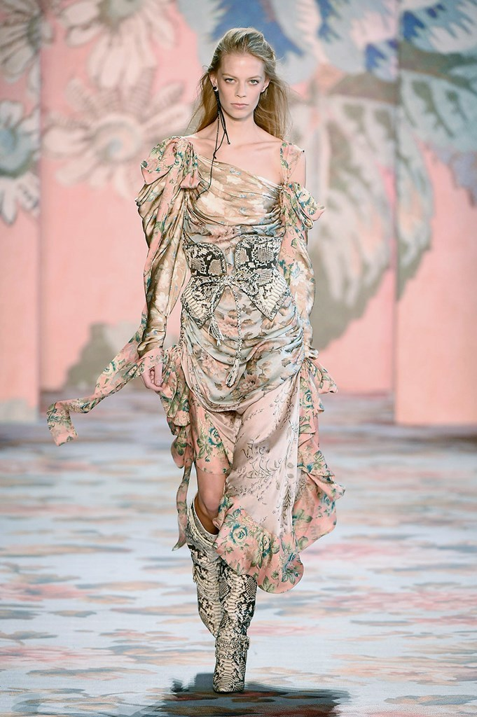 Desfile de Zimmermann - Nueva York Fashion Week - Otoño-invierno...