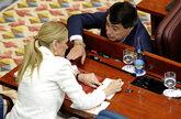 Ignacio González se dirige a su sucesora, Cristina Cifuentes, durante...