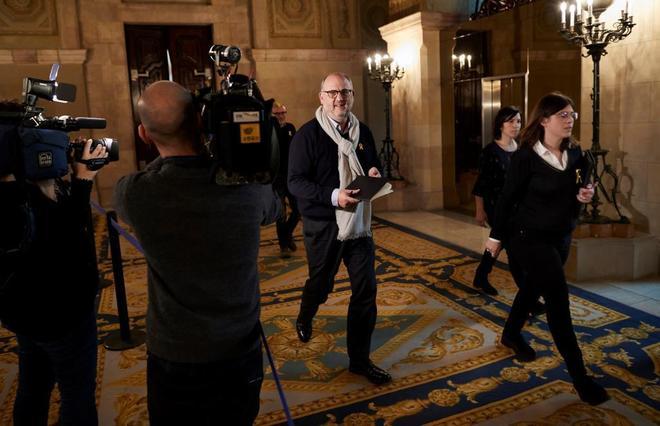 Los diputados de JxCat, Eduard Pujol y Gemma Geis en el Parlametn.