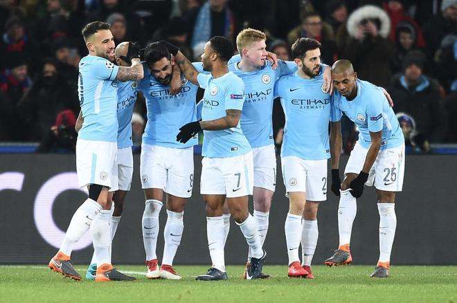 Los jugadores del City, en la celebración del segundo tanto de...