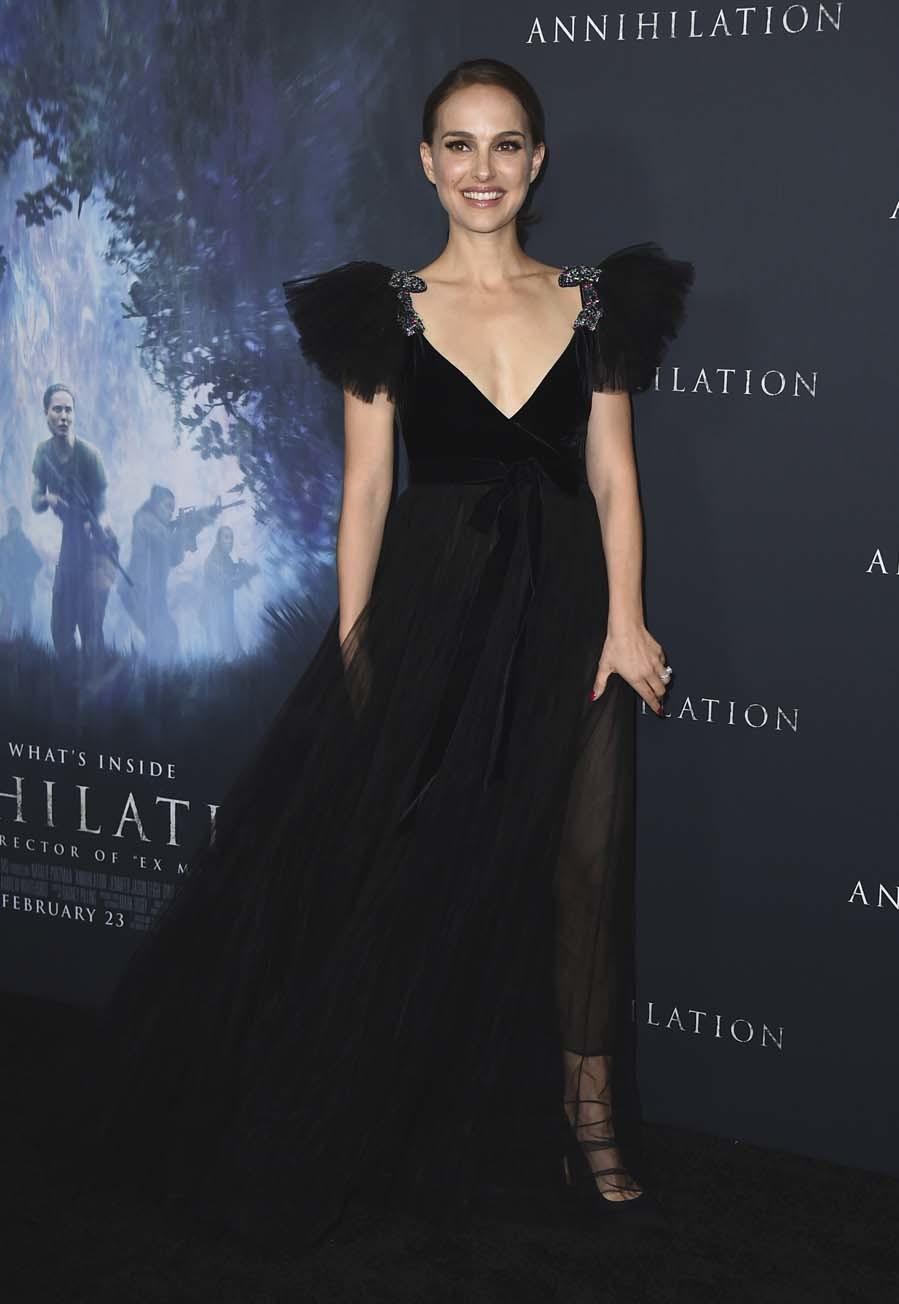 La actriz ha apostado por un vestido de la colección otoño-invierno...