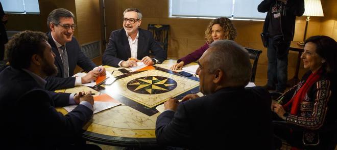 Reunión de miembros del PSOE y Ciudadanos para tratar la reforma de...