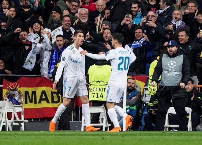 Cristiano Ronaldo  y Marco Asensio celebran el segundo gol del...