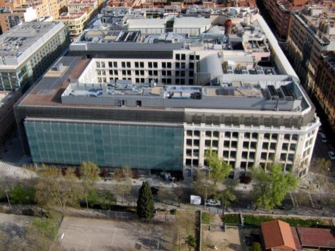 As es el edificio sostenible de madrid que inspira a for Oficinas amazon madrid
