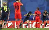 Takumi Minamino, tras anotar el gol del empate en el descuento ante la...
