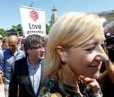 La presidenta de la AMI, Neus Lloveras, el ex president Carles...