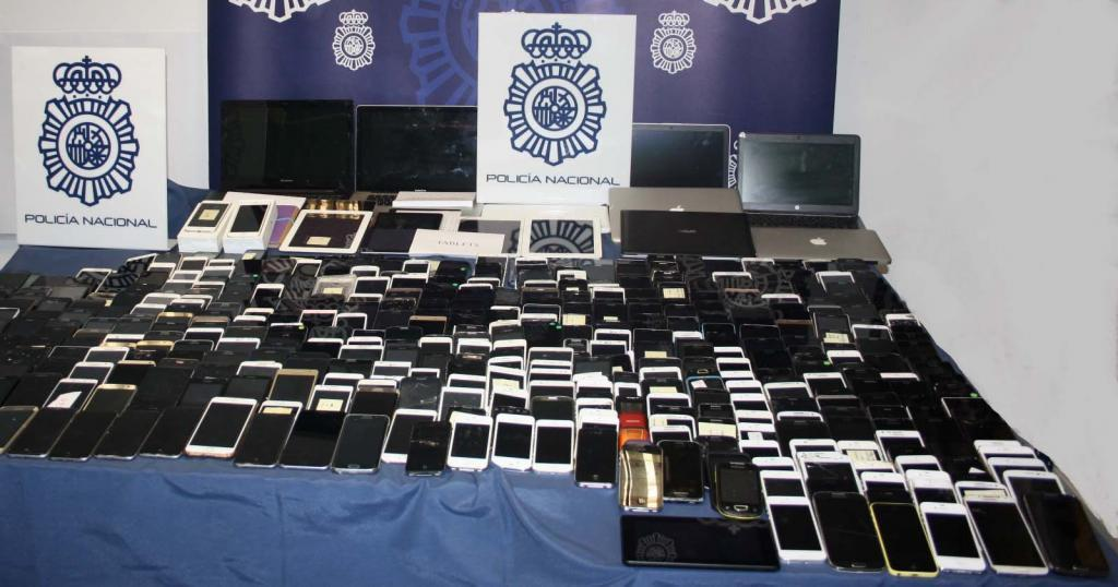 Teléfonos móviles, ordenadores y tabletas robados en el Metro de...