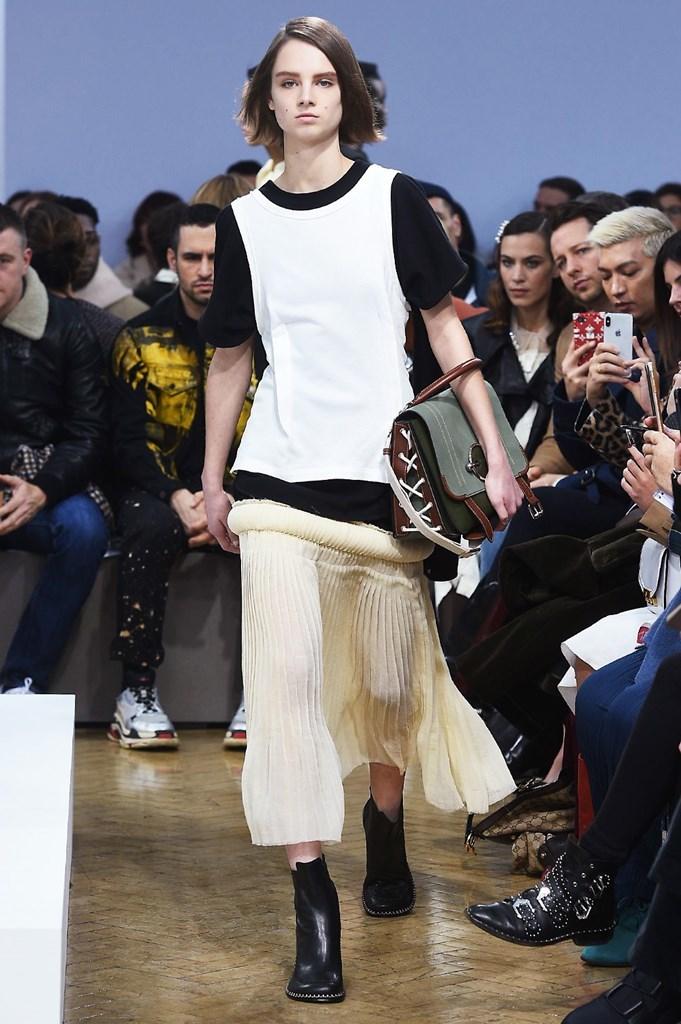 Desfile de J.W.Anderson - London Fashion Week - Otoño-invierno...