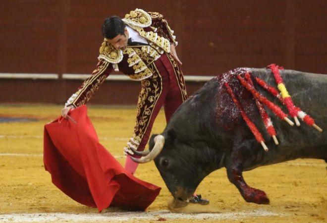 Derechazo de Emilio de Justo al tercer victorino de la tarde