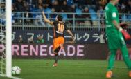 Parejo celebra el gol de la victoria en La Rosaleda.