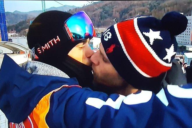 Gus Kenworthy y su novio se besan tras la participación del freestyler en los Juegos.