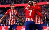 Gameiro festeja con Griezmann y Correa su gol al Athletic.