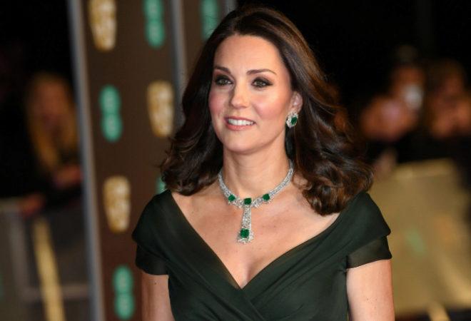 56b786a6a Kate Middleton no cumple el  dress code  y recibe críticas