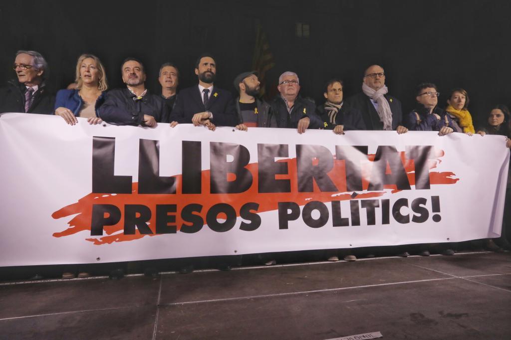 Dirigentes políticos catalanes en la manifestación a favor de las excarcelaciones celebrada el pasado viernes.