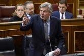 El ministro portavoz, Íñigo Méndez de Vigo, discute en el Congreso...