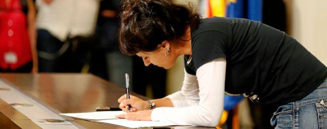 Anna Gabriel firma la 'primera' Declaración de Independencia, el...