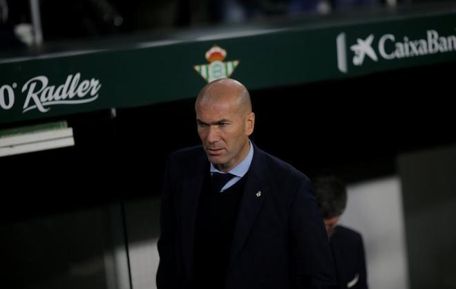 Zidane, el domingo en la zona técnica del Villamarín.