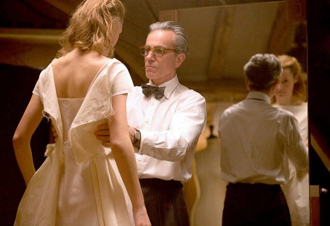 Daniel Day-Lewis y Vicky Krieps, en una escena de El hilo Invisible.