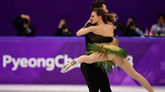 Gabriella Papadakis y Guillaume Cizeron, durante su actuación en el...