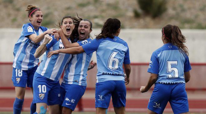 Adriana Martín, junto a sus compañeras, celebrando el gol.