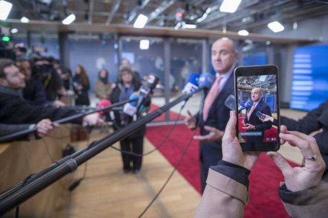 Resultado de imagen de Luis De Guindos y el Eurogrupo. ¿Quién gobierna Europa?