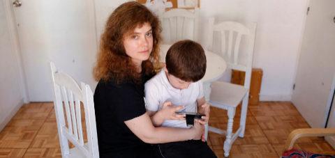 Los padres divorciados, obligados por ley a cuidar de sus hijos