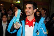 Javier Fernández, con la medalla conseguida en los JJOO de Invierno de Pyeongchang