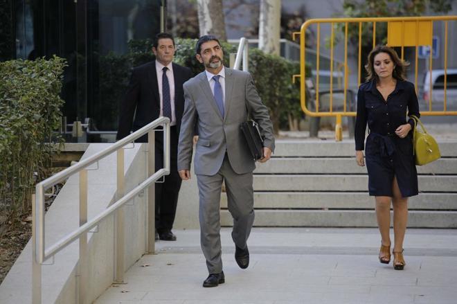 Los guardias civiles atrapados en la Conselleria de Economía logran