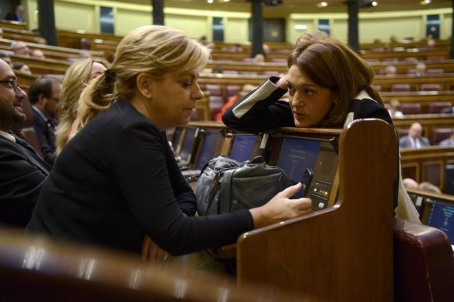 Elena Valenciano y Soraya Rodríguez, en un pleno del Congreso en...