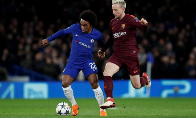 Willian, presionado por Rakitic en Stamford Bridge.
