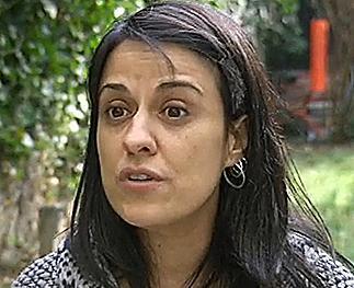Anna Gabriel en una entrevista para la televisión Suiza.