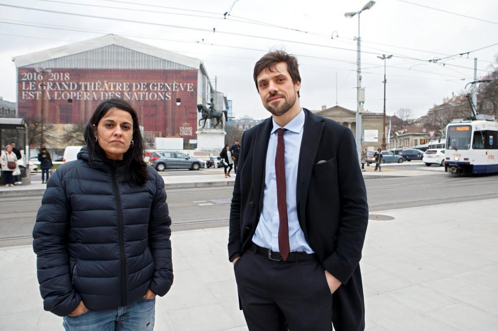 Olivier Peter, con su defendida, Anna Gabriel, este miércoles en Ginebra.