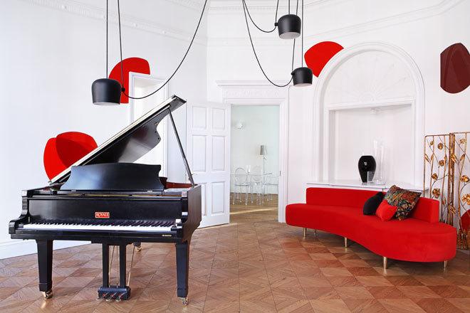 SALA DE MÚSICA. El piano familiar exigía protagonismo. Preside la...