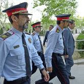 Josep Lluis Trapero (centro), ex mayor de los Mossos; Ferran López,...