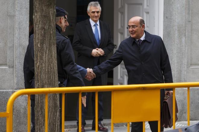 El coronel de la Guardia Civil Diego Perez de los Cobos sale del...