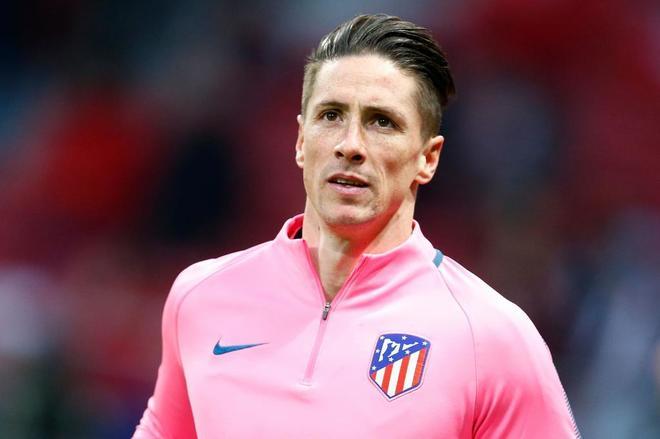Fernando Torres, durante el calentamiento de ayer con el Atlético.